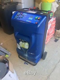 Vehicle Air conditioning service machine unit station. Johnson Controls